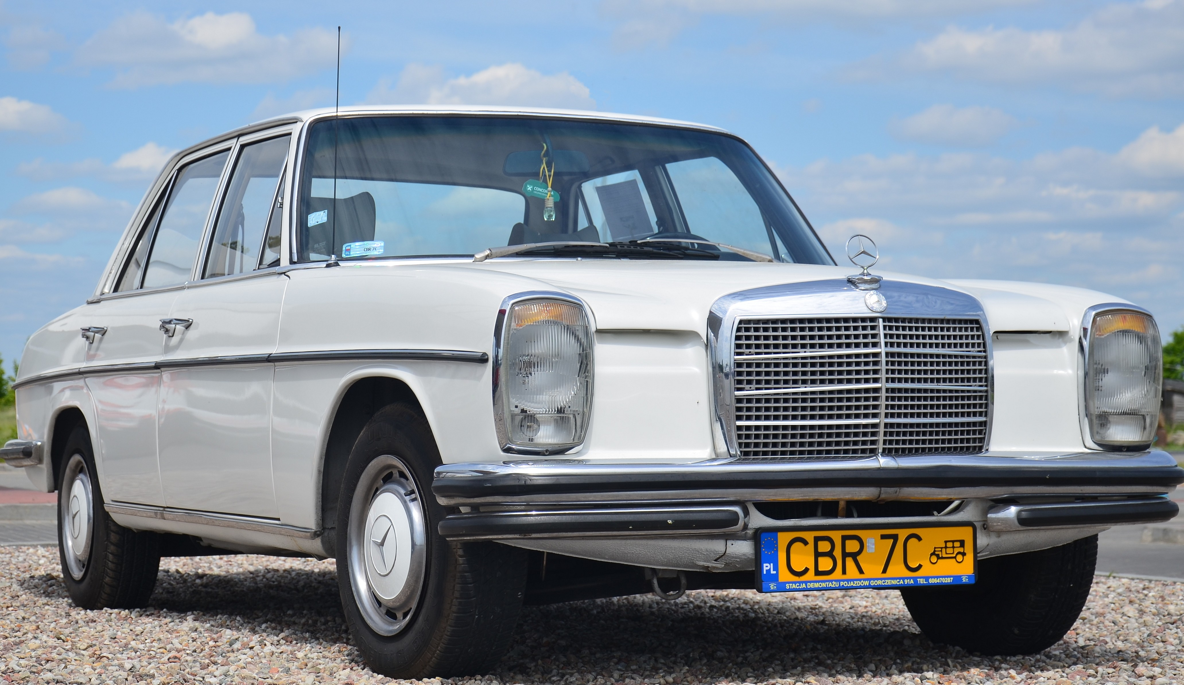 1973 Mecedes-Benz Donated to Mind Body Awareness Project